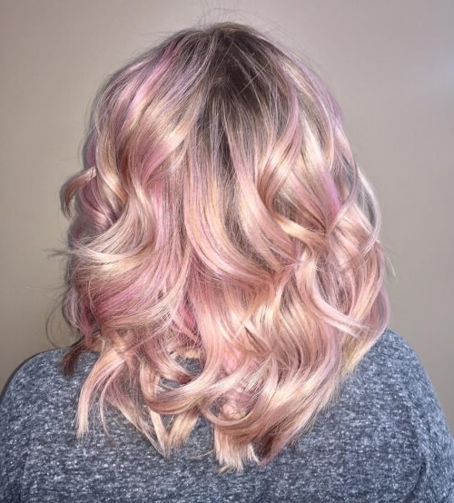 71 Alluring Rose Gold Hair Color Ideas To Try In 2018 With Regard To Rosewood Blonde Waves Hairstyles (Gallery 7 of 25)