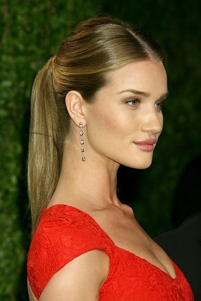 8 Celebrity Hairstyles To Try Right Now | Proyectos Que Intentar Regarding Fancy Sleek And Polished Pony Hairstyles (View 17 of 25)