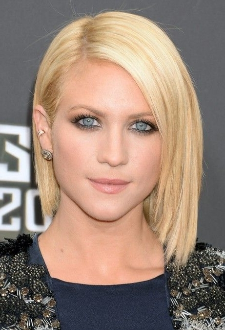 90+ Latest Best Short Hairstyles, Haircuts & Short Hair Color Ideas With Regard To Platinum Blonde Bob Hairstyles With Exposed Roots (View 9 of 25)