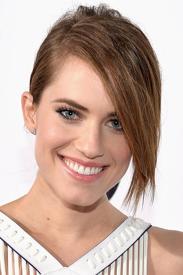 Allison Williams' Sleek Ponytail With Side Bangs Hairstyle – Prom Pertaining To Sleek Pony Hairstyles With Thick Side Bangs (Gallery 14 of 25)