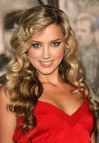 Amber Heard's Ever Changing Hairstyles, From Blonde To Brunette Throughout Amber And Gold Blonde Hairstyles (View 15 of 25)