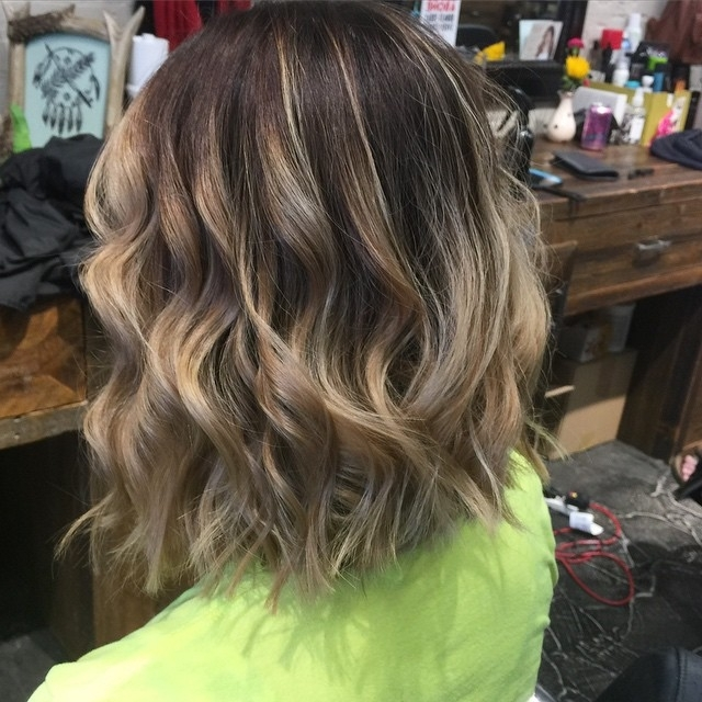 Back View Of Medium Messy Bob Hairstyle With Highlights – Popular Pertaining To Long Bob Blonde