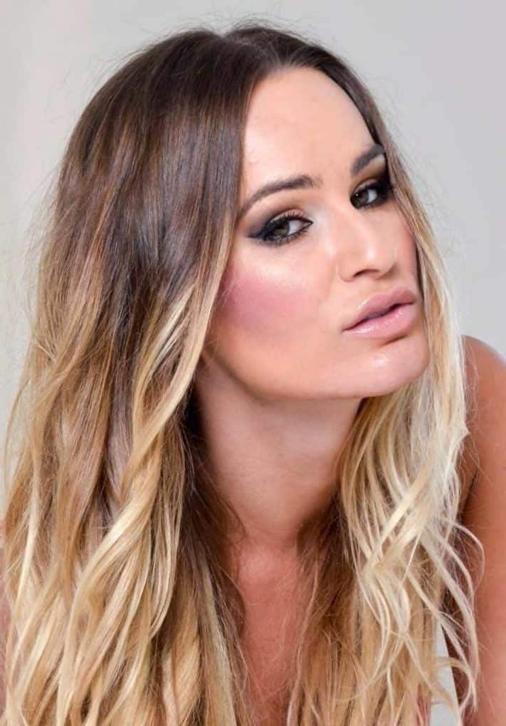 Balayage Curly Hair Trends And Color Trends For All Commitment Levels Pertaining To Rosewood Blonde Waves Hairstyles (View 12 of 25)