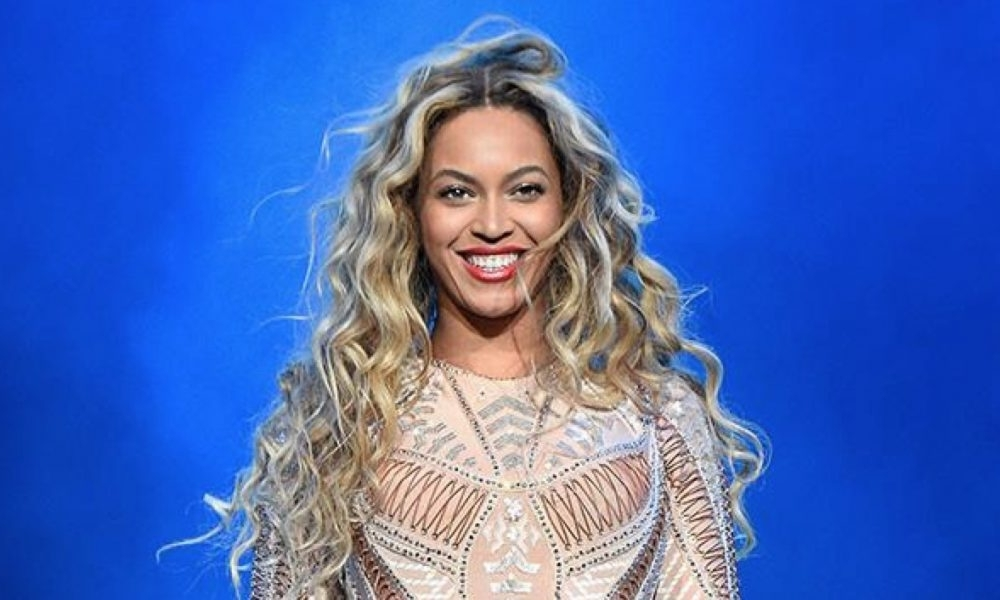 Beyonce's Hair Timeline: From Straight To Wavy Hairstyles With Regard To Lush And Curly Blonde Hairstyles (View 18 of 25)