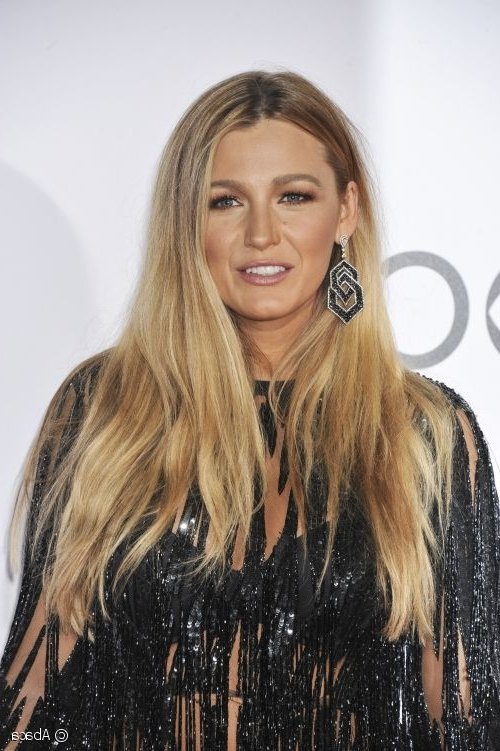 Blake Lively At People's Choice Awards: Beachy Locks And A Sun Throughout Sunkissed Long Locks Blonde Hairstyles (View 13 of 25)