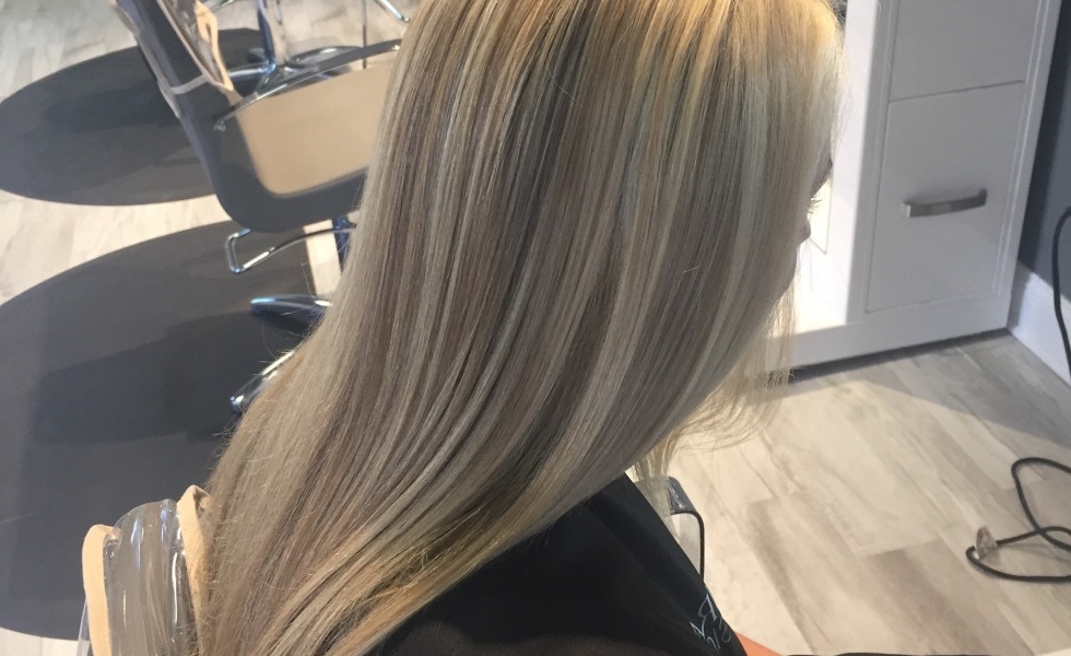 Blended Multi Tonal Blonde Hilites « Classic Hair And Makeup Intended For Multi Tonal Mid Length Blonde Hairstyles (View 22 of 25)