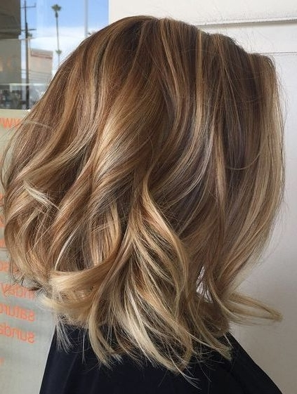 Blonde Lob With Highlights/low Lights Layered Wavy Hairstyles 2018 Regarding Caramel Blonde Lob With Bangs (View 3 of 25)