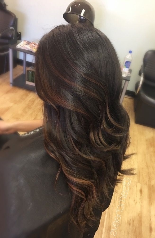 Caramel Highlights For Dark Hair Types // Light Brown Highlights For With Dark Locks Blonde Hairstyles With Caramel Highlights (View 16 of 25)