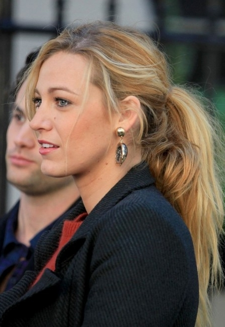 Casual Ponytail Hairstyle From Blake Lively – Hairstyles Weekly Regarding Lively And Lovely Low Ponytail Hairstyles (View 25 of 25)