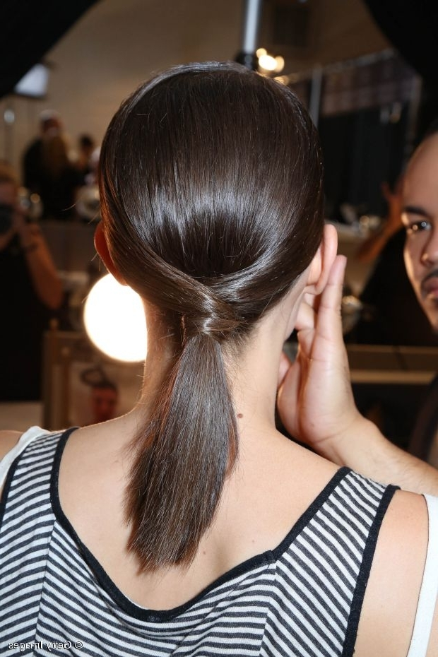 Chic Medium Length Hair Tutorial: Low Pony With A Twist Regarding Twisted And Tousled Ponytail Hairstyles (View 23 of 25)