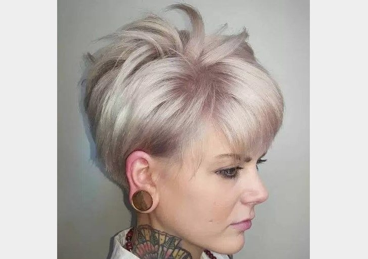 Coupe Courte Sur Cheveux Fins Pixie Sexy Avec Une Texture Rocker With Regard To Most Current Rocker Pixie Hairstyles (View 4 of 25)