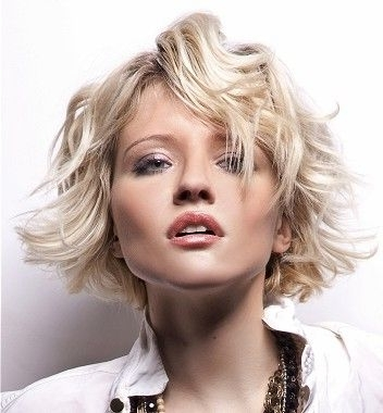 Creamy Blonde Highlights L Beach Waves L Short Bob This #hairstyle Inside Creamy Blonde Waves With Bangs (View 13 of 25)