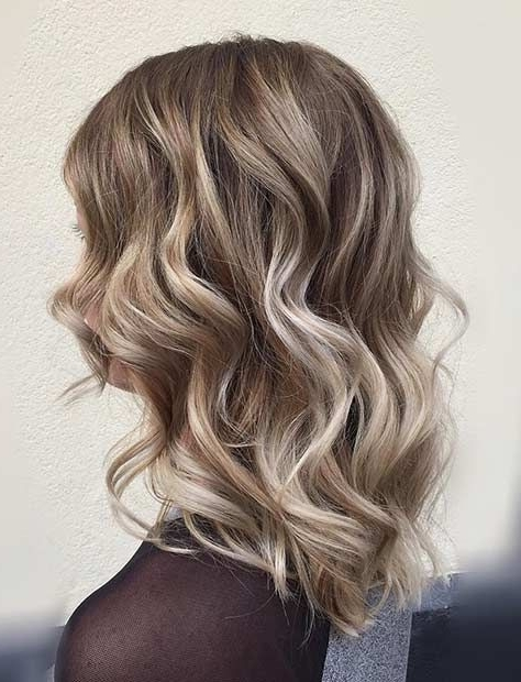 Curly Long Bob Haircut With Blonde Balayage Highlights – Glavportal Throughout Long Bob Blonde Hairstyles With Babylights (View 7 of 25)