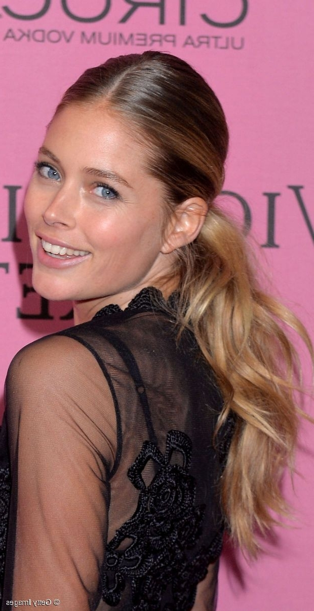 Day To Night Hairstyle Tutorial: Doutzen Kroes' Wavy Ponytail Intended For Sleek Ponytail Hairstyles With Waves (View 16 of 25)