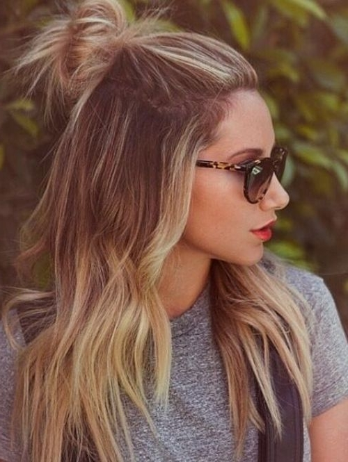 De Half Bun | Hair Inspo? | Pinterest | Hair Style, Hair Makeup And Pertaining To Messy Half Ponytail Hairstyles (View 10 of 25)