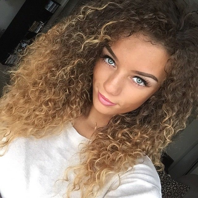 Flawless Makeup Pretty Girl Swag Blonde Brown Ombre Curly Hair Style Inside Brown To Blonde Ombre Curls Hairstyles (View 19 of 25)