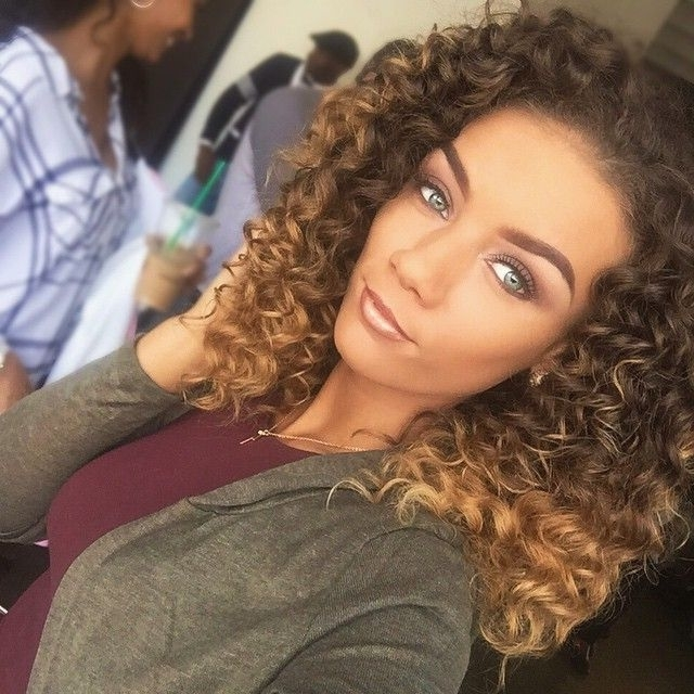 Flawless Pretty Makeup Curly Hair Ombre Honey Dip Dye Blonde Brown Pertaining To Brown To Blonde Ombre Curls Hairstyles (View 20 of 25)