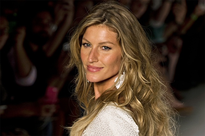 Gisele Bündchen Beach Waves – Frizzy Hair – Hair – Dailybeauty – The For Bodacious Blonde Waves Blonde Hairstyles (View 18 of 25)