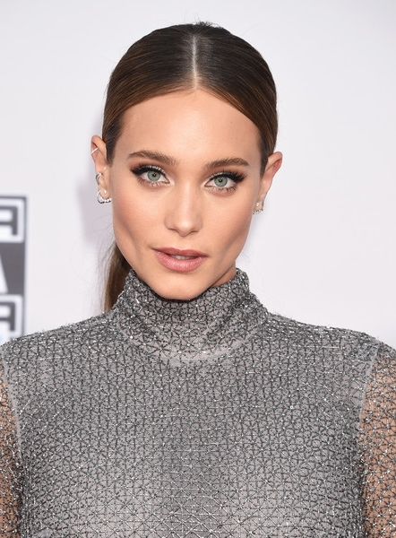 Hannah Davis Center Parted Ponytail | Styles Weekly Within Center Parted Pony Hairstyles (View 15 of 25)