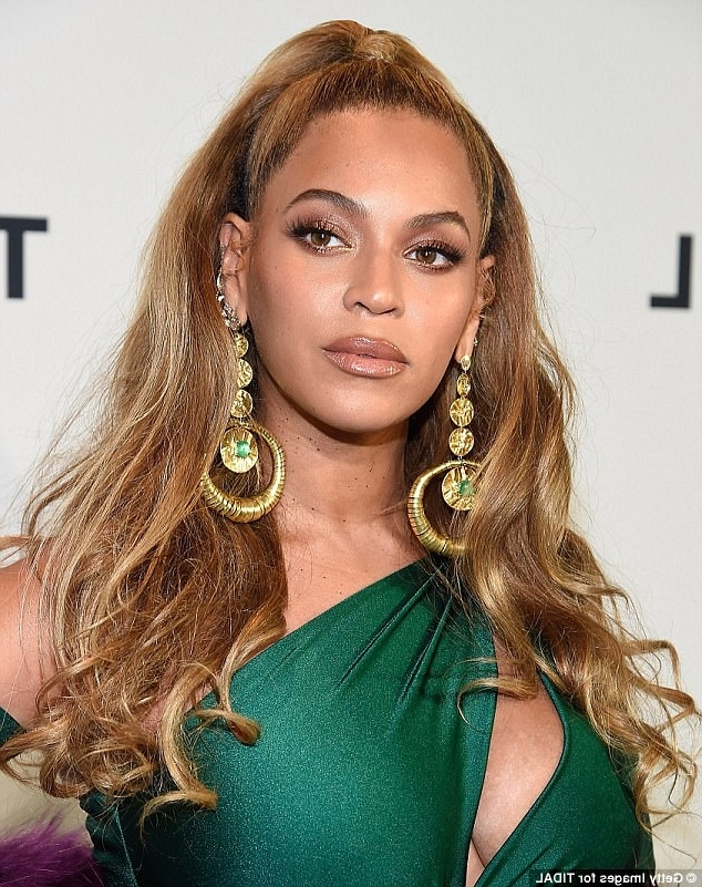 How To Copy Beyonce's Half Up, Half Down Hairstyle   Daily Mail Online For Half Up Curly Look Pony Hairstyles (View 14 of 25)