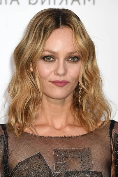 How To Get Beach Waves: Natural Summer Wavy Hair | Glamour Uk With Most Up To Date Cropped Tousled Waves And Side Bangs Hairstyles (View 7 of 25)