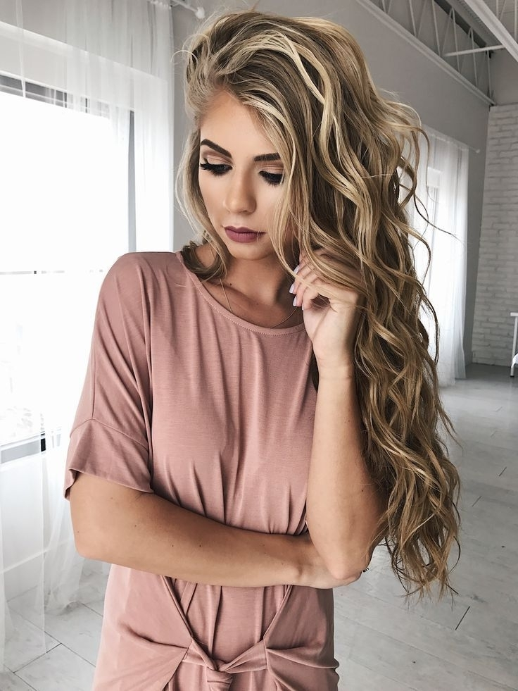 How To Get Gorgeous Beach Curls In Less Than 20 Minutes Within Voluminous And Carefree Loose Look Blonde Hairstyles (View 19 of 25)