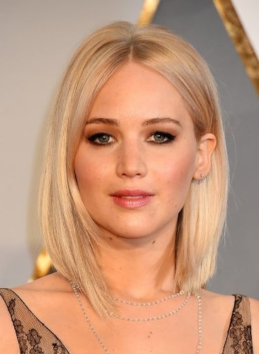 Jennifer Lawrence Blonde Long Straight Bob Lob Haircut Middle Part For Blonde Lob Hairstyles With Middle Parting (View 22 of 25)