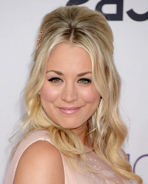Kaley Cuoco Half Up Hairdo – Party, Awards, Evening – Careforhair.co (View 17 of 25)