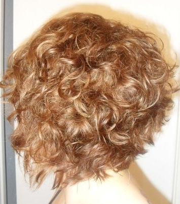 Layered Graduated Bob On Curly Hair/ Warm Medium Blonde With Throughout Warm Blonde Curls Blonde Hairstyles (View 2 of 25)