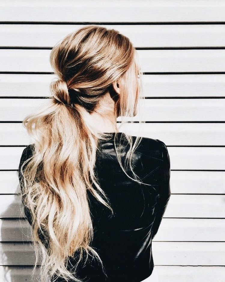 Featured Photo of Blonde Ponytail Hairstyles With Beach Waves