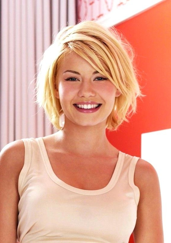 Medium Bobbed Hair Sexy Shaggy Blonde Medium Bob Haircut For Women With Shaggy Chin Length Blonde Bob Hairstyles (View 15 of 25)