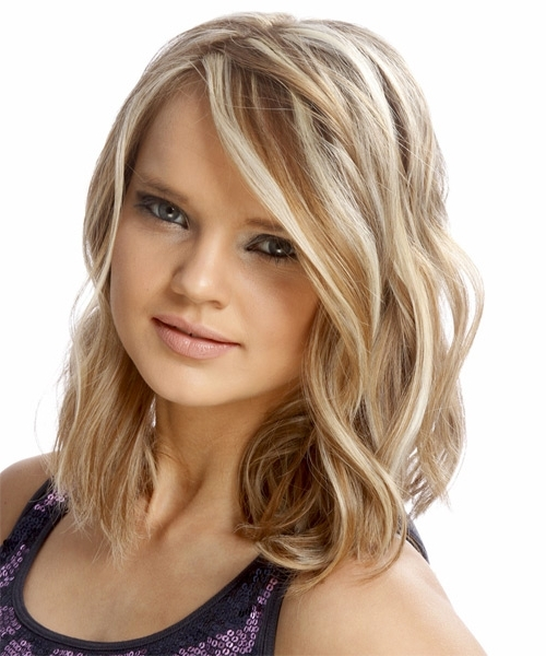 Medium Wavy Casual Hairstyle – Caramel Blonde Hair Color With Light Throughout Caramel Blonde Hairstyles (View 23 of 25)