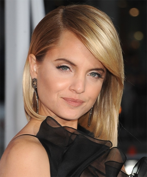 Mena Suvari Medium Straight Formal Layered Bob Hairstyle With Side Within Rooty Long Bob Blonde Hairstyles (View 25 of 25)