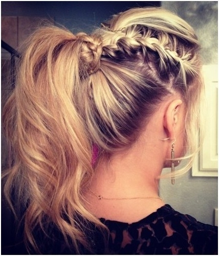 Featured Photo of Pretty Messy Pony Hairstyles With Braided Section