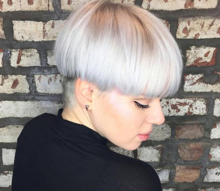 Modern Mushroom Haircut: 15 Styles We Can't Get Enough Of! Regarding Most Recently Choppy Bowl Cut Pixie Hairstyles (View 6 of 25)
