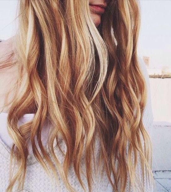Pinclaudia Pazmandi On ???? | Pinterest | Beach Hair, Easy Within Honey Hued Beach Waves Blonde Hairstyles (View 14 of 25)