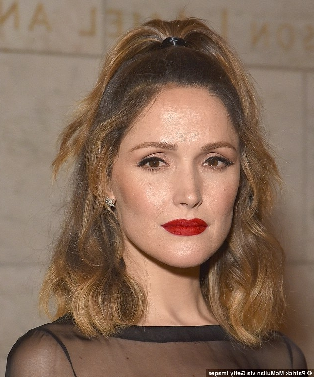 Rose Byrne's Hairstylist Created The Star's Chic, Half Up, Half Down Regarding Midi Half Up Half Down Ponytail Hairstyles (View 15 of 25)