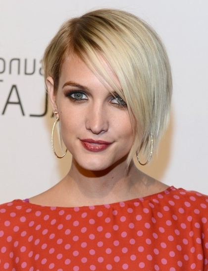 Short, Blonde Bob Hairstyles With Side Bangs, Ashlee Simpson Wentz Intended For Blonde Bob With Side Bangs (View 11 of 25)