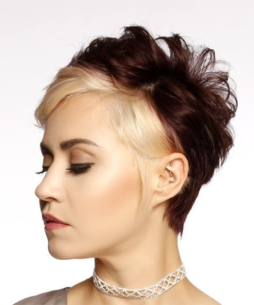 Short Wavy Casual Pixie Hairstyle With Side Swept Bangs – Light For Recent Two Tone Pixie Hairstyles (View 22 of 25)