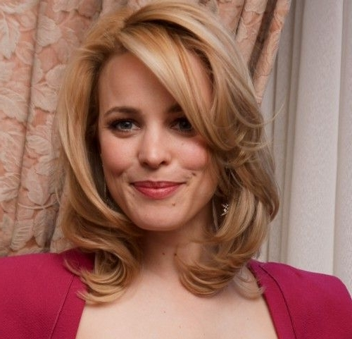 Shoulder Length Hair Gets A Boost On Rachel Mcadams With A Bright Intended For Lush And Curly Blonde Hairstyles (View 14 of 25)