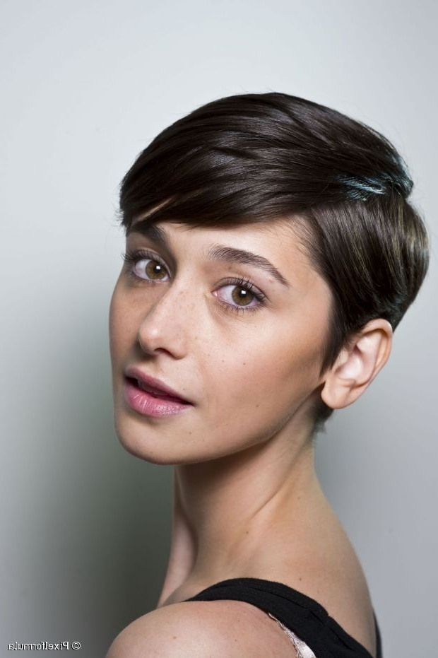 Side Parted Pixie Cut, Yes Or No? Within Latest Choppy Side Parted Pixie Bob Hairstyles (View 9 of 25)
