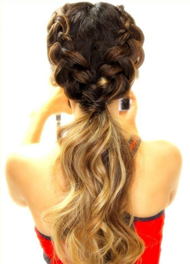 Sporty Styles: 4 Geniale & Praktische Frisuren Fürs Fitnessstudio In Throughout Reverse French Braids Ponytail Hairstyles With Chocolate Coils (View 17 of 25)