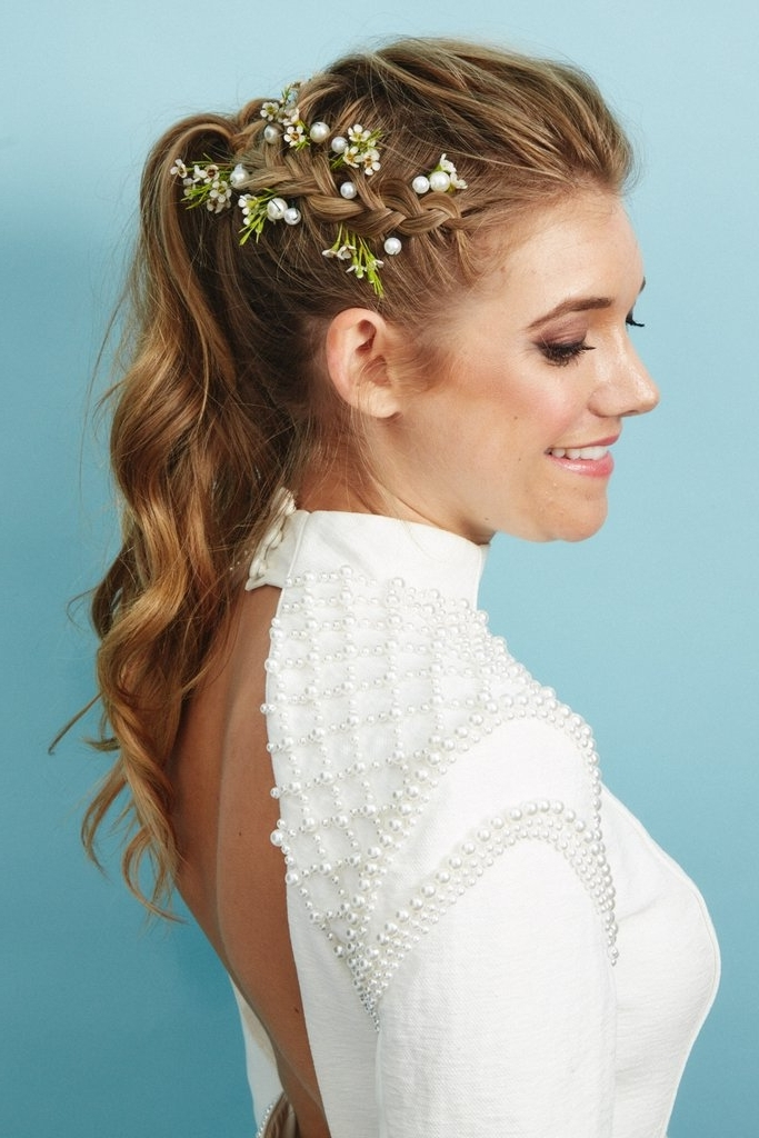 The Hairstyle: Textured Ponytail With Accent Braid | Unique Ways To For Pony Hairstyles With Accent Braids (View 14 of 25)
