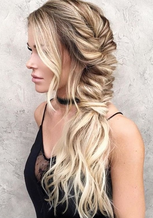 Featured Photo of Wavy Side Fishtail Hairstyles