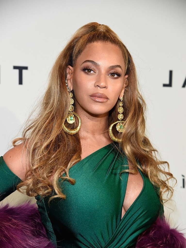 Tina Knowles Just Settled The Debate About Beyoncé's Real Hair | Allure Throughout Sexy White Blond Weave Ponytail Hairstyles (View 20 of 25)