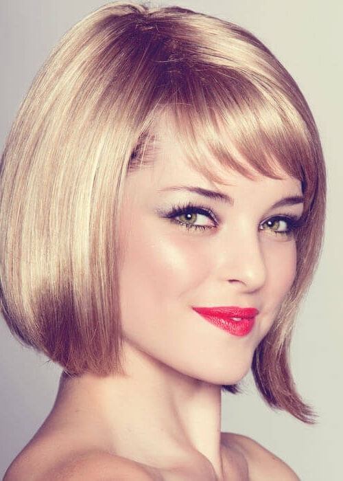 Top 36 Short Blonde Hair Ideas For A Chic Look In 2018 Throughout Feathered Cut Blonde Hairstyles With Middle Part (View 20 of 25)