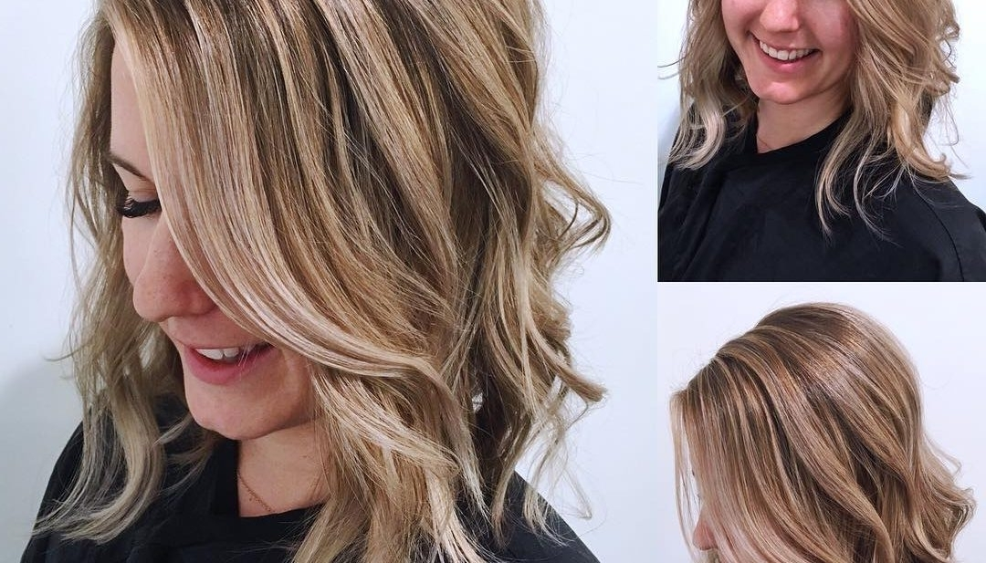Women's Blonde Angled Lob With Undone Textured Waves And Highlights In Gently Angled Waves Blonde Hairstyles (View 22 of 25)