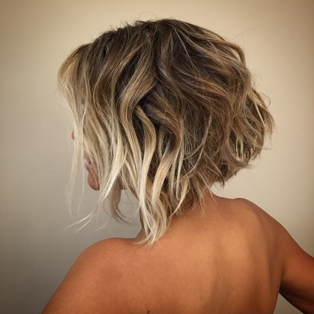 Women's Short Angled Bob With Blonde Balayage Color And Messy With Regard To Angled Wavy Lob Blonde Hairstyles (View 25 of 25)