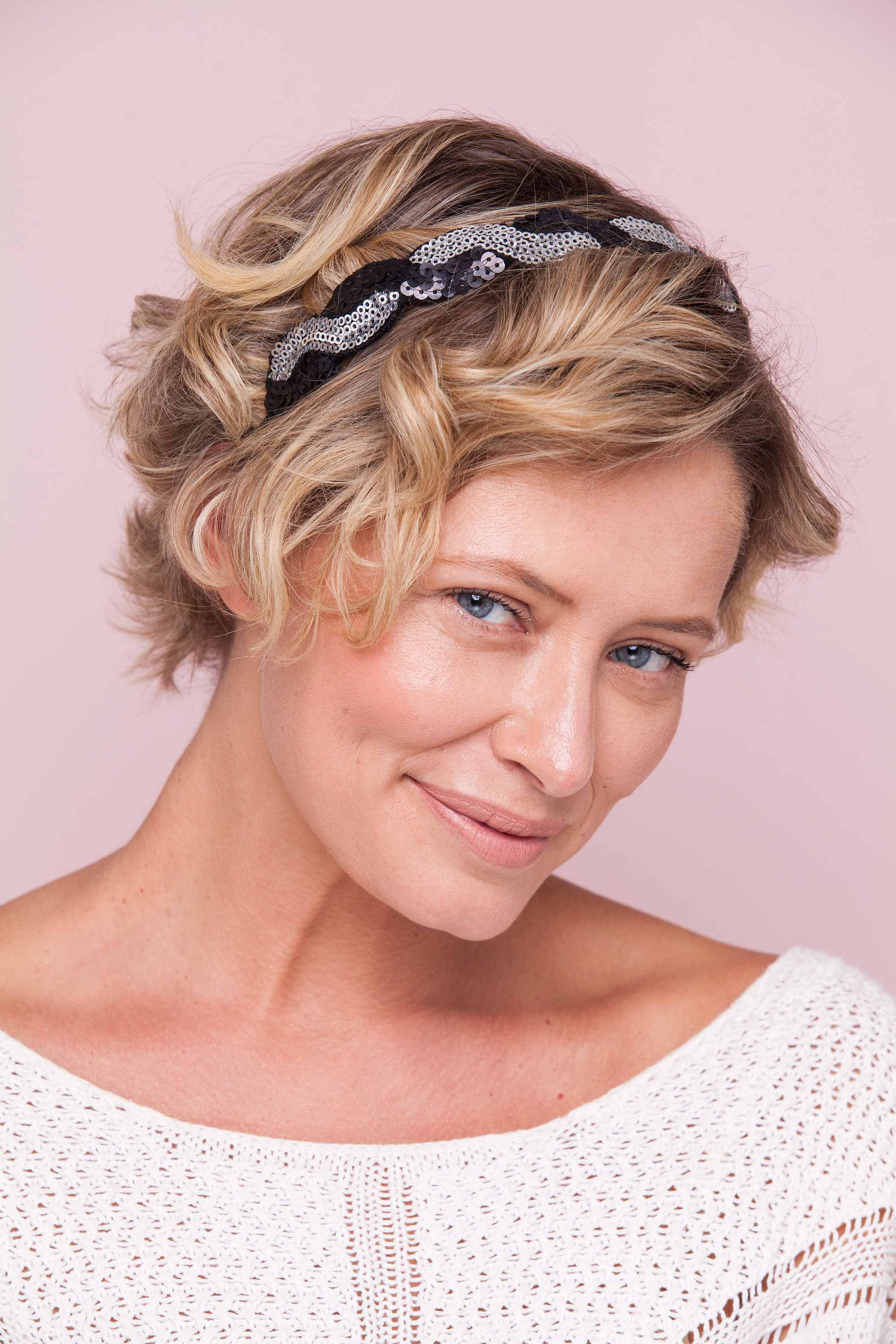 10 Headband Hairstyles For All Of The Parties Within Cute Short Hairstyles With Headbands (View 22 of 25)