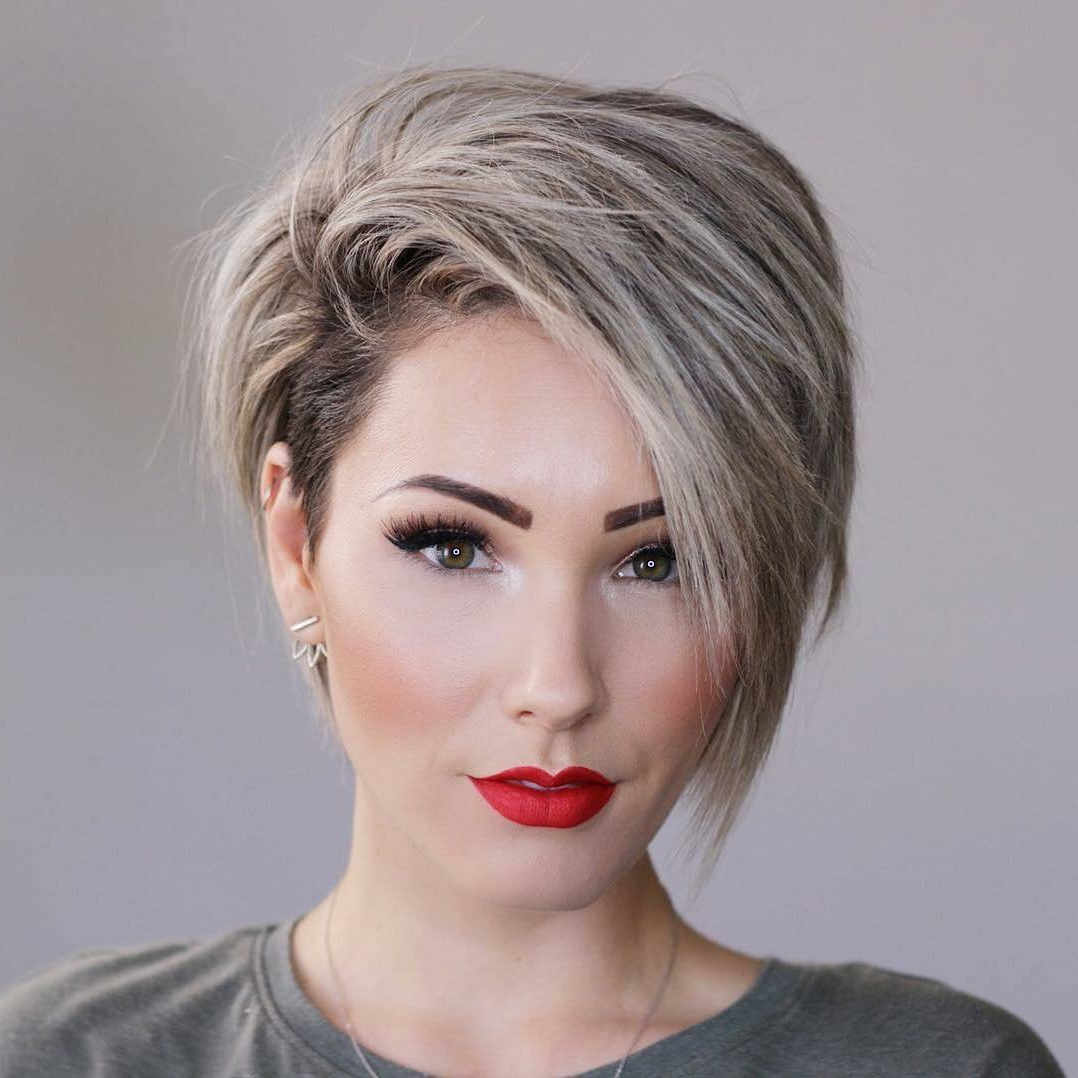 Featured Photo of Short Haircuts For Thick Hair Long Face